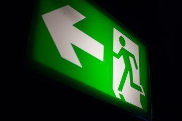 noodverlichting is verlichting die dient als back up valt de netspanning weg dan blijft de noodverlichtingsarmatuur branden of zal geactiveerd worden om